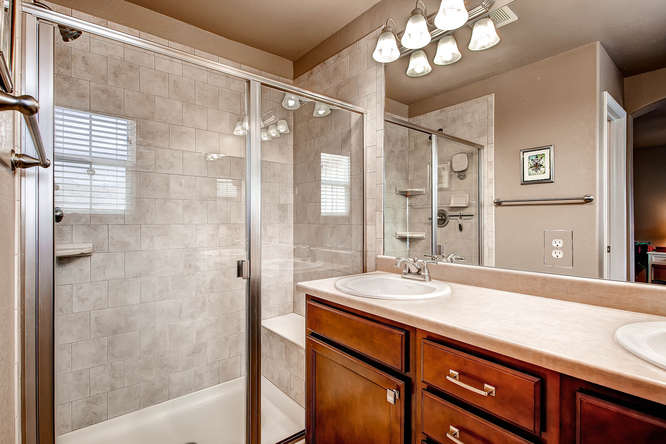 121 Eclipse Dr Colorado-small-013-2nd Floor Master Bathroom-666x444-72dpi