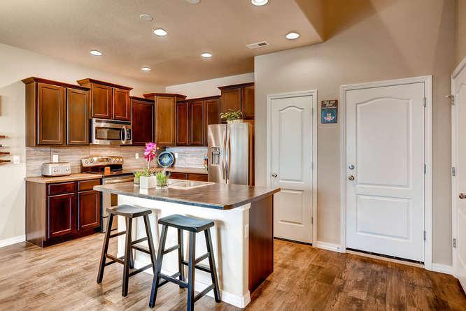 1831 Portland Gold Dr Colorado-small-014-Breakfast Area-666x445-72dpi