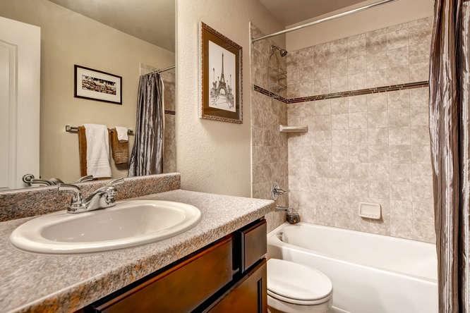 1831 Portland Gold Dr Colorado-small-022-2nd Floor Bathroom-666x445-72dpi