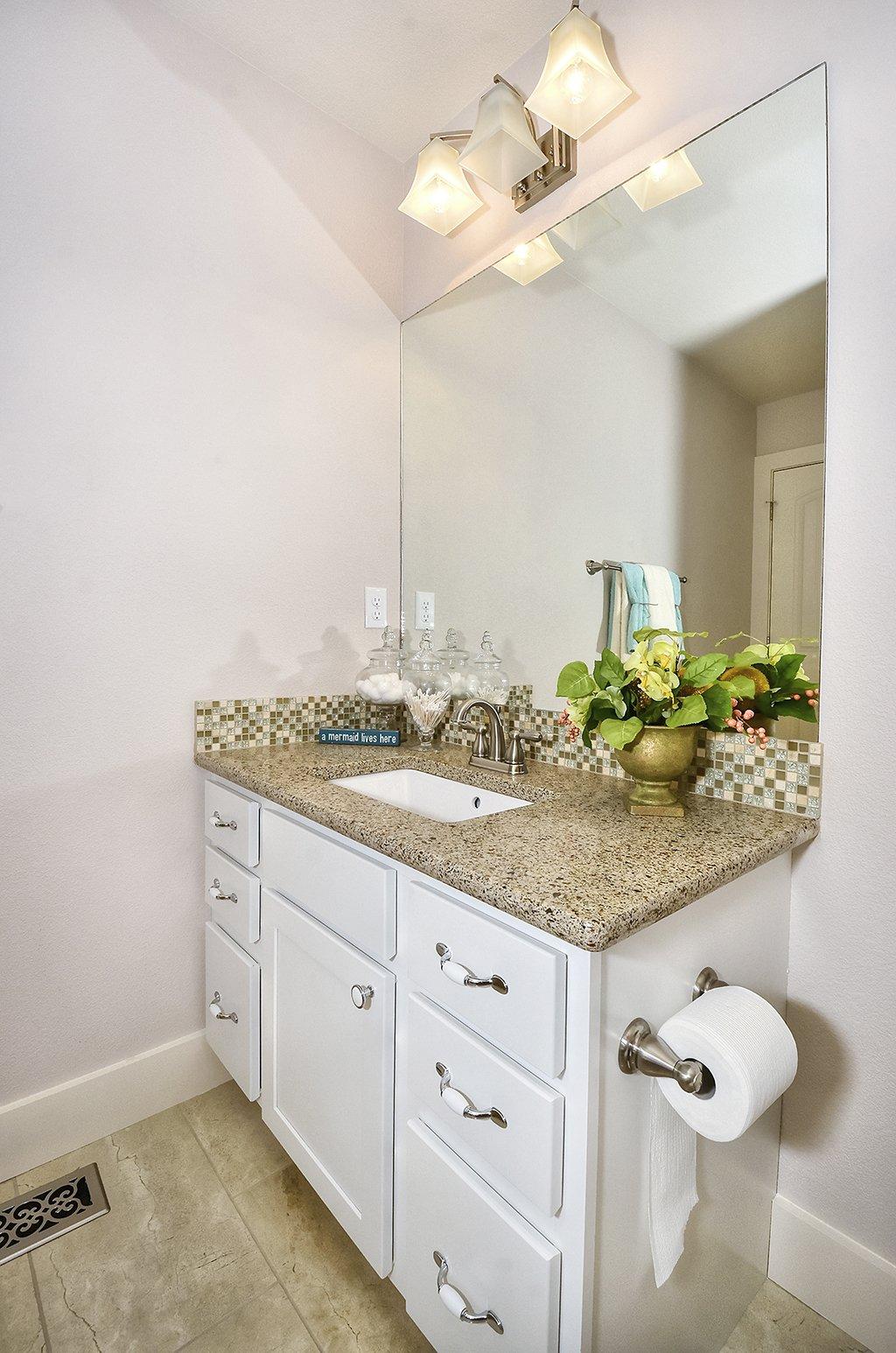 Picture of bathroom in 1602 Gold Hill Mesa Dr in Colorado Springs CO