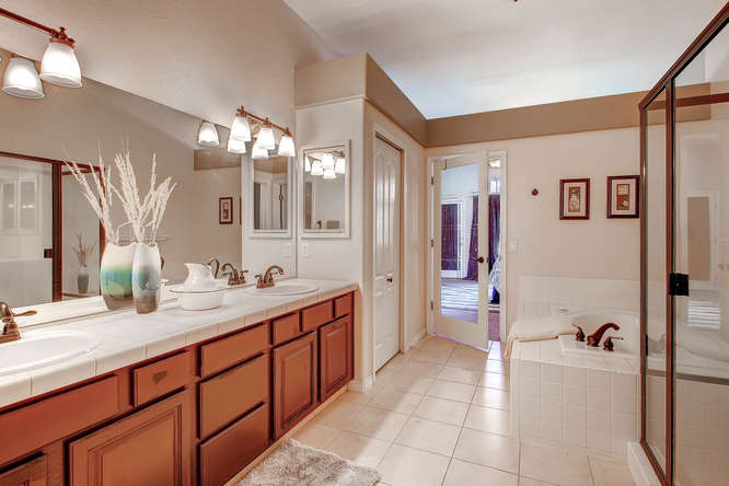 4880 Spanish Heights Colorado-small-015-12-Master Bathroom-666x444-72dpi
