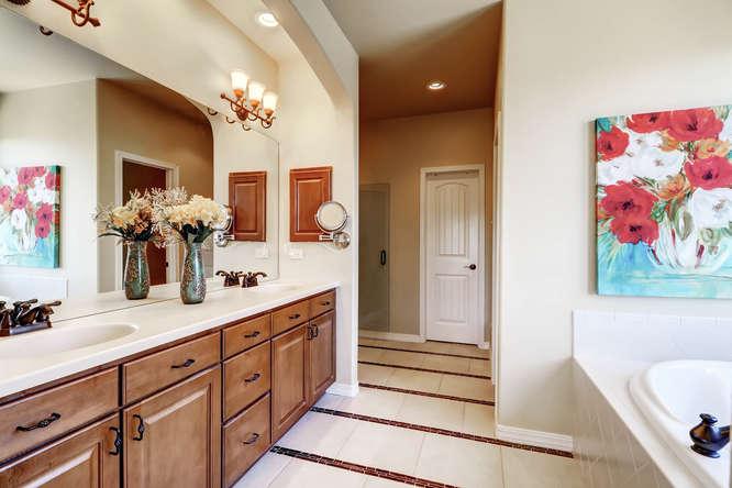 455 Lowick Drive Colorado-small-013-12-Master Bathroom-666x444-72dpi