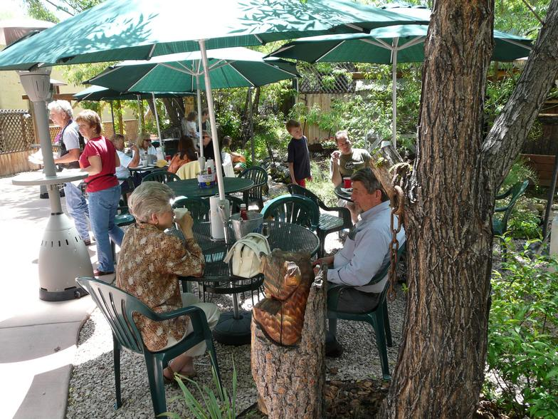 Breakfast in the garden at The Pantry, Green Mountain Falls