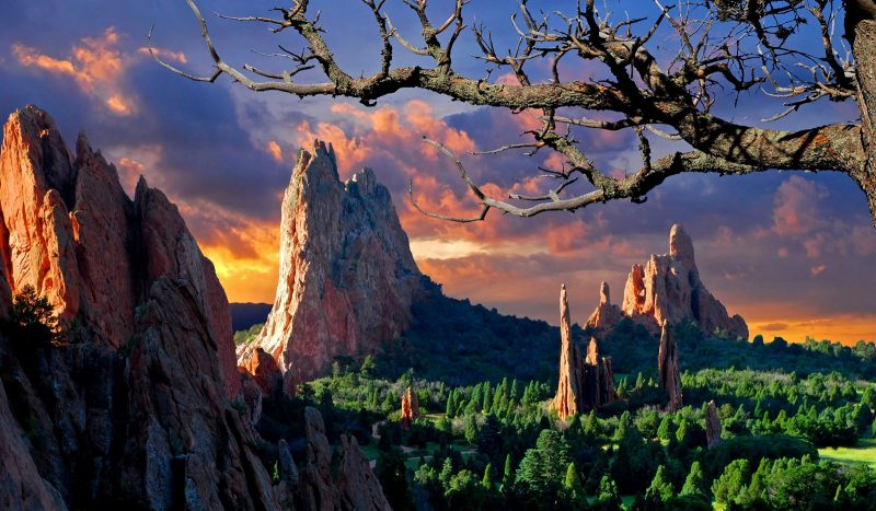 Central Garden of the Gods in the summertime, picture taken early in the morning from the West side