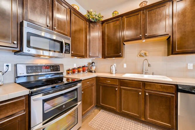 The kitchen of 1290 Gold Hill Mesa Drive
