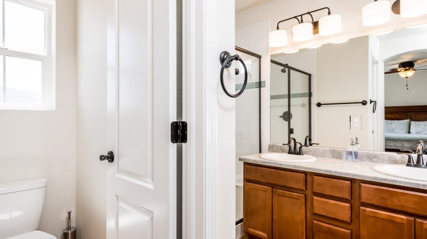 Picture of a master bathroom in a house for sale