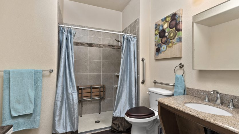 wheelchair accessible bath in 147 Celestine St