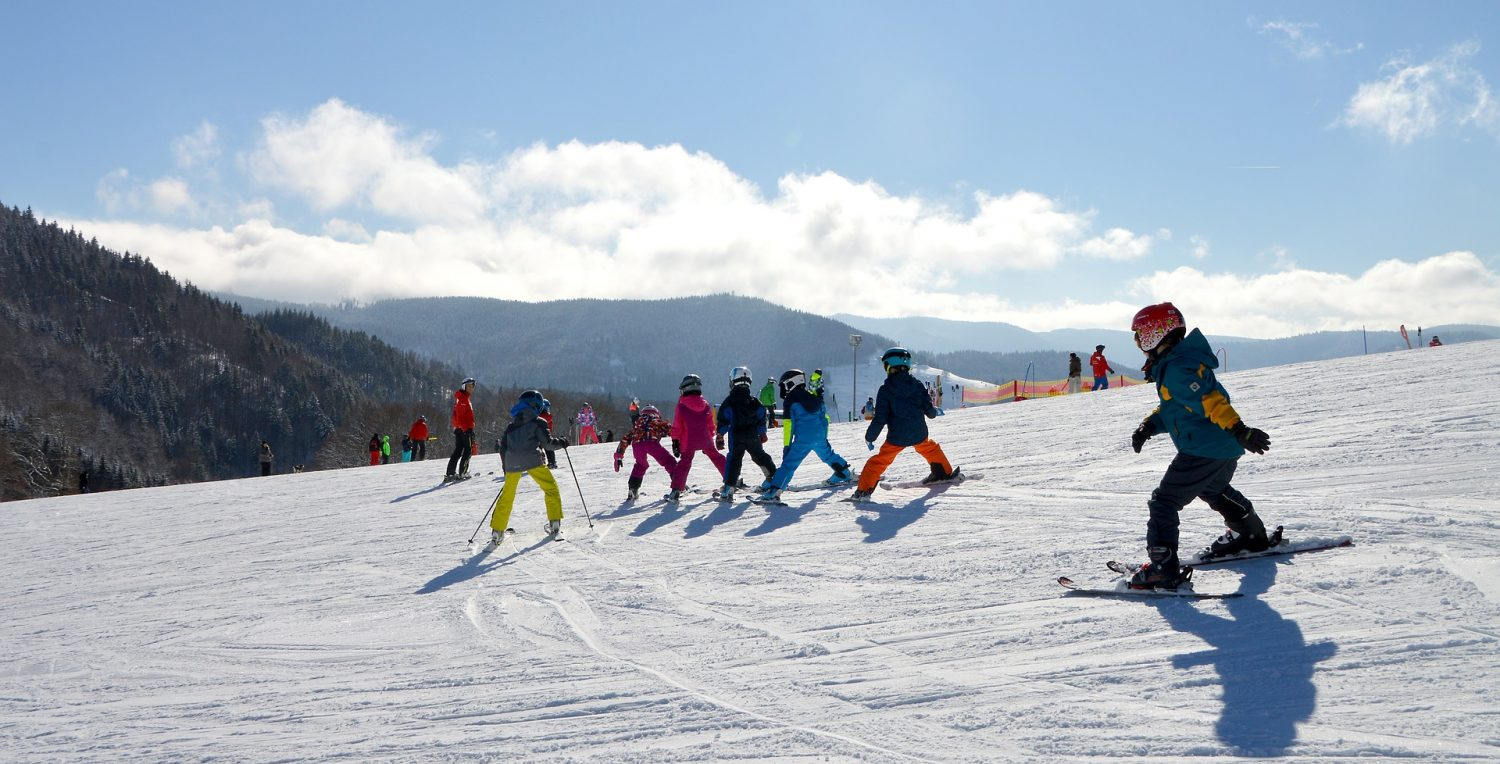 Children in ski lesson