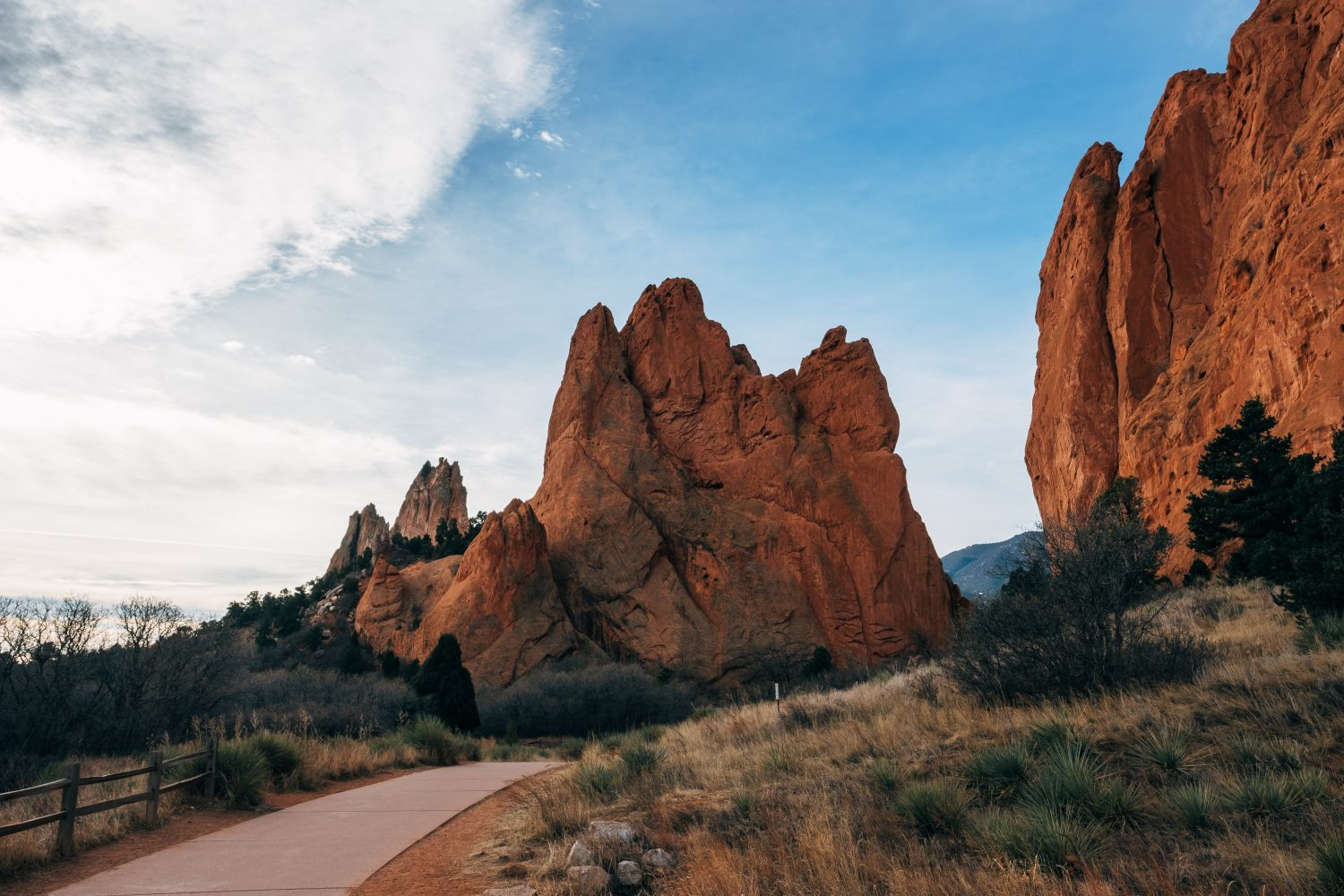 Picture of walking path through Garden of the Gods Park