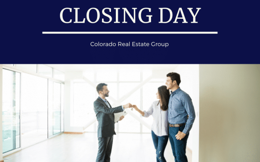 picture of couple receiving house keys on closing day
